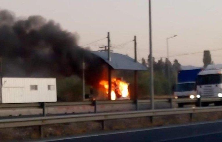 Carabineros detuvo a joven que habría participado en el incendio al peaje de Rosario