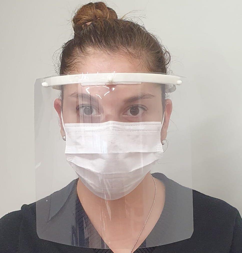 UOH fabrica pantallas de protección facial para personal de red hospitalaria regional