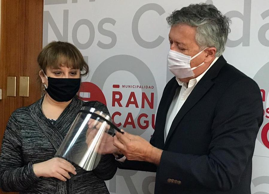 Municipalidad de Rancagua dona 160 protectores faciales 3D a Codegua y Quinta de Tilcoco