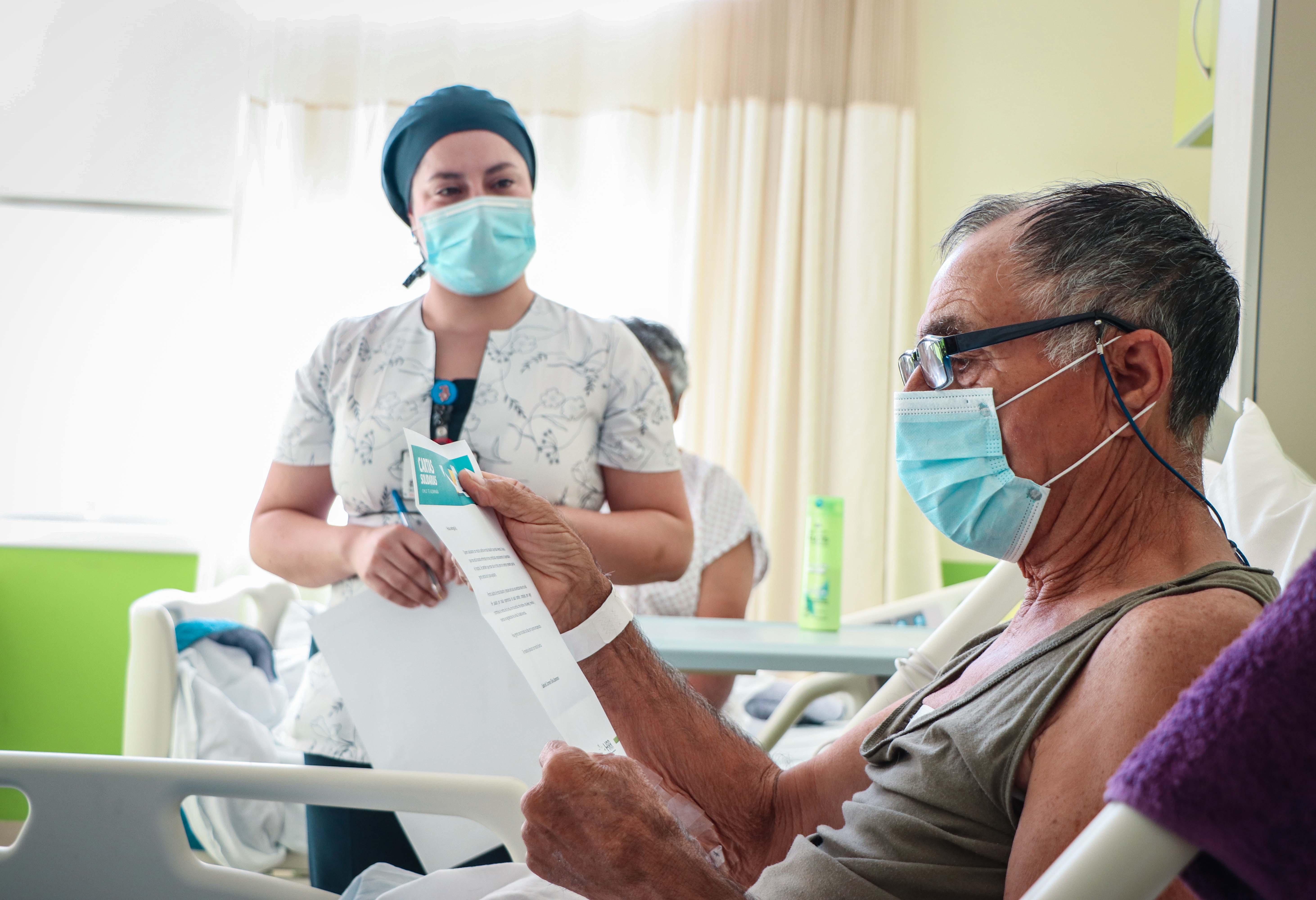 Hospital Regional inicia campaña solidaria que permite a pacientes recibir cartas de apoyo emocional