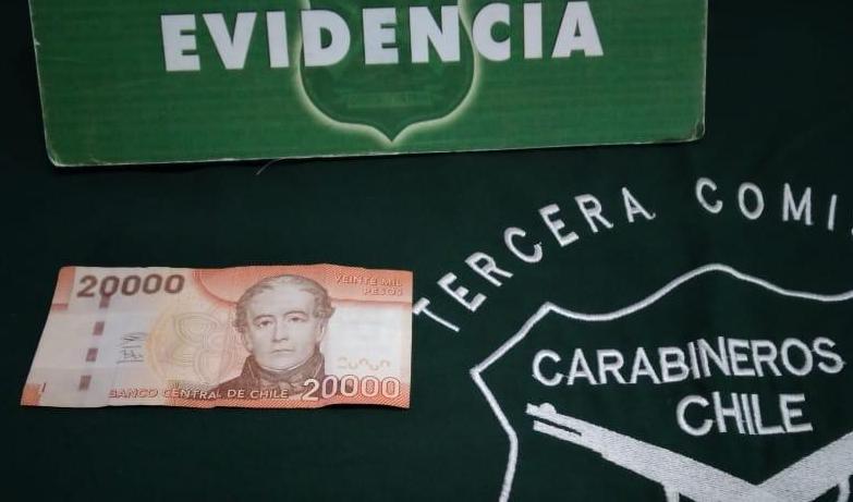 En plena fiscalización sujeto intentó sobornar a Carabinero con 20 mil pesos