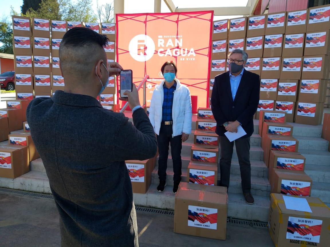 Familias chinas realizan importante donación a vecinos de Rancagua