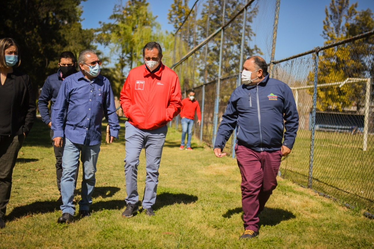 Alcalde Segovia y Seremi del Deporte  analizan nuevo proyecto estadio para Graneros