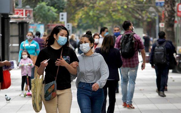 Académico de la U. de Northeastern asegura que en Chile hay hasta 6 veces más contagiados por COVID-19 que los informados