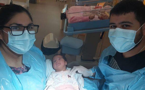 Ambas sobrevivieron al COVID-19: Madre dio a luz justo antes de ser asistida con ventilación mecánica