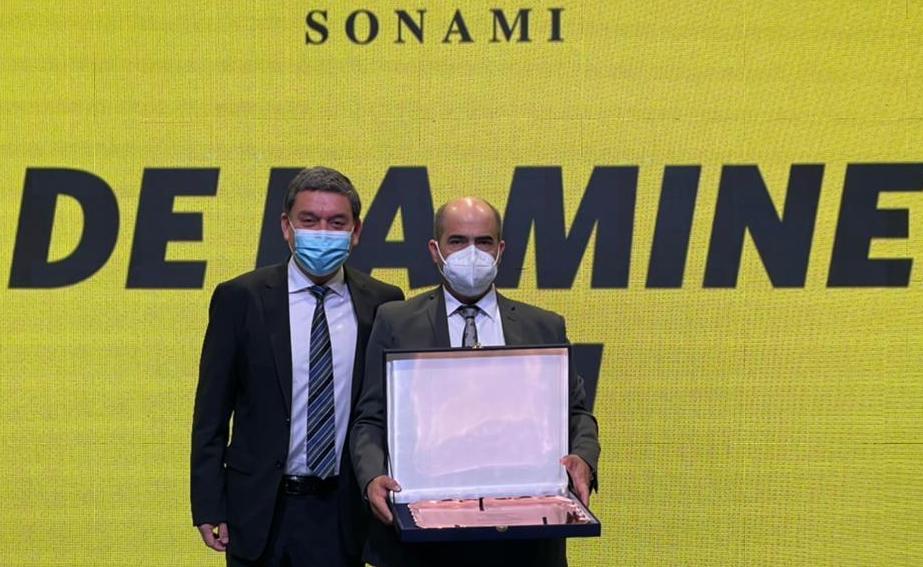 Minera Valle Central recibe premio San Lorenzo
