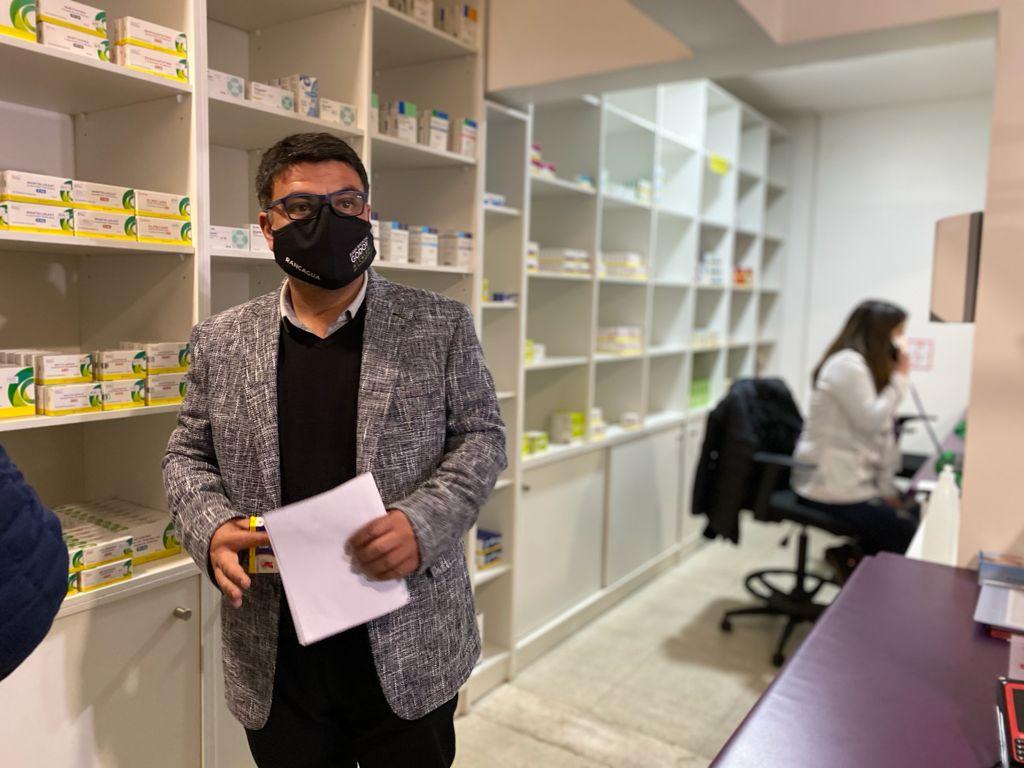 """Alcalde de Rancagua: """"Heredamos una Farmacia Comunal de cartón, pero desde octubre tendremos medicamentos más baratos"""""""