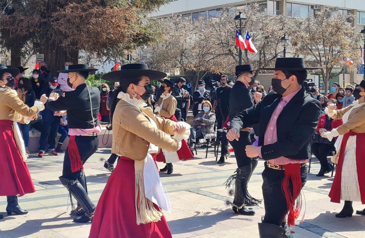Alcalde Juan Ramón Godoy da la bienvenida a septiembre en una actividad llena de Chilenidad